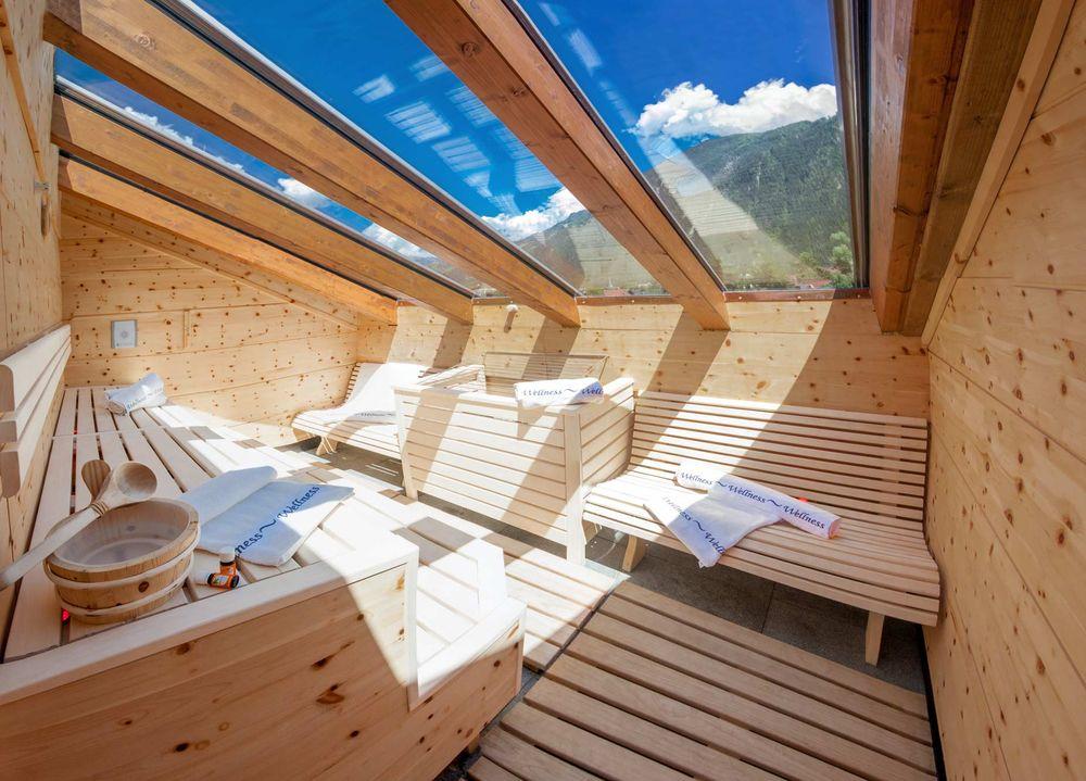 ferienwohnung mit 4 schlafzimmer zentrum von mayrhofen. Black Bedroom Furniture Sets. Home Design Ideas