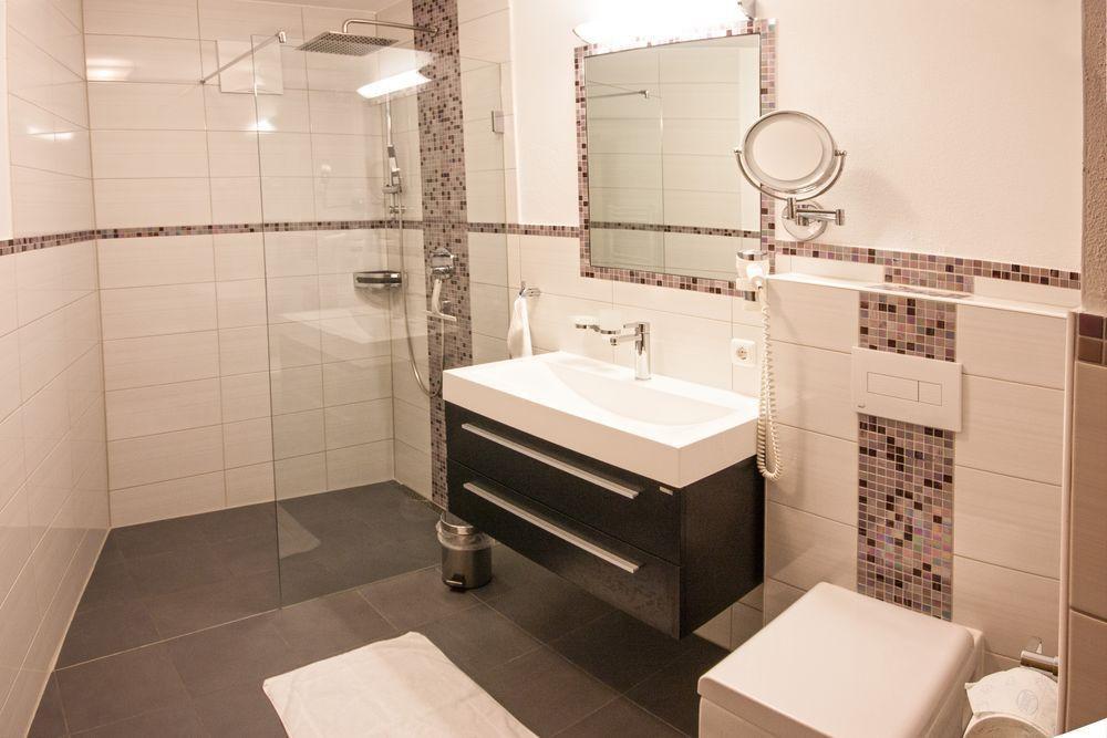 ferienwohnung mit separatem wohnzimmer und balkon. Black Bedroom Furniture Sets. Home Design Ideas