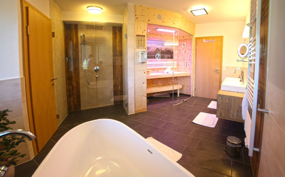 4 bedroom apartment in best location next to the skilift for Master bathroom with sauna