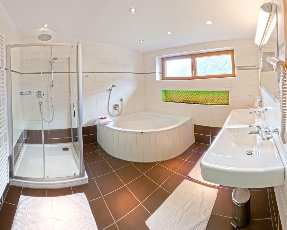 8 schlafzimmer ferienhaus im zentrum von mayrhofen. Black Bedroom Furniture Sets. Home Design Ideas