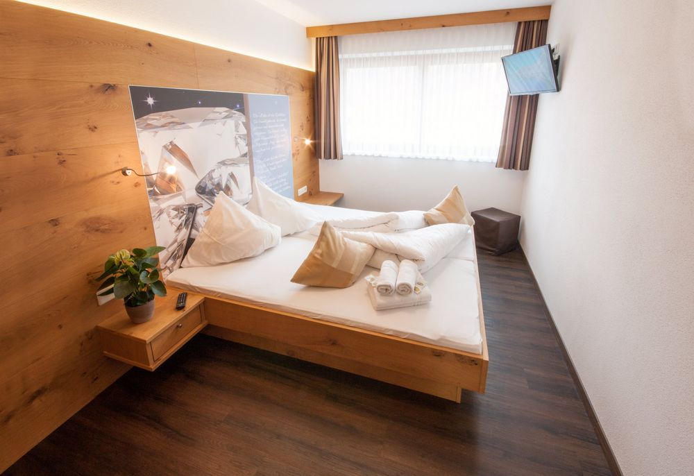 Design Schlafzimmer Mit Täfelung In Geölter Eiche